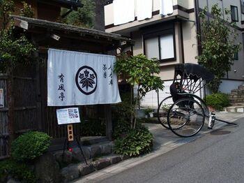テクテク歩いて巡る鎌倉も良いですが、老舗の人力車で周る鎌倉観光もなかなか粋ですよ。人力車の方がそのスポットの由来などを説明してくれながら周ってくれます。これも貴重な体験のひとつです。