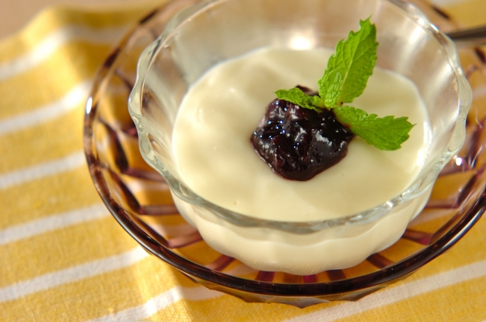 卵を使わず葛で作るフルフル美味しいミルクプリン。牛乳だけでなく生クリームも入ることでより濃厚なミルクの美味しさを実感できますよ。