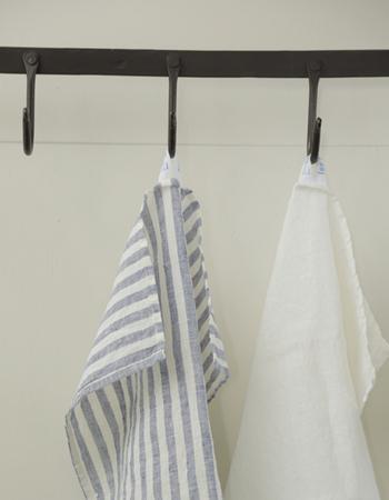 しなやかで強いfog linen workのリネンはキッチンリネンにもぴったり。何度も水を通すことで、やわらかく手に馴染む美しいリネンへと変化していきます。