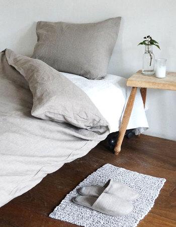 リネンの掛け布団カバーは、お布団がずれないように中側でひもを結ぶことができるようになっています。お布団がよれてしまうことがないので、安心してもぐりこめますね。