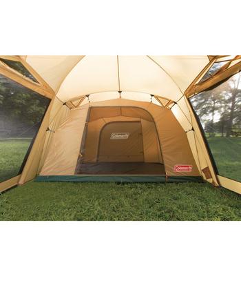 自然の天気は変わりやすく、キャンプ中の突然の雨はつきもの。テントの素材には耐水性のあるものを選ぶのがおすすめ。ひとつの基準として、耐水圧が最低でも1,500mm以上の素材を選ぶようにすると安心ですよ。