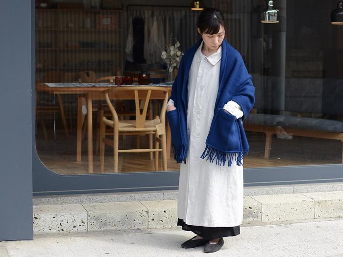 シンプルな無地の「UNI(ユニ)」はどんな洋服にも合わせやすく、カジュアルからキレイめまで様々なコーディネートに活躍してくれます。ブルーや赤などの鮮やかなカラーは、暗くなりがちな秋冬ファッションの差し色にもおすすめです。
