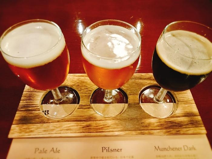 「石川酒造」ではクラフトビールの醸造も行っていて、「クラフトビール飲み比べコース」では人気のビールを試飲できます。日本酒との違いやグラスの選び方など、知っているようで意外と知らないことを詳しく説明してもらえるので、楽しめます。