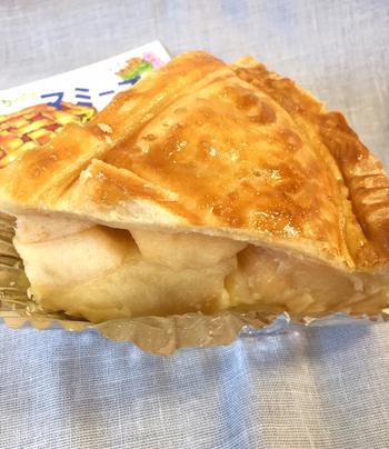 看板メニューのアップルパイは、季節ごとにりんごを使い分けるというこだわり。りんごのおいしさを引き立てるように、パイ生地やクリームも手作りで、やさしい味わいに仕上がっています。