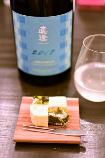 和菓子はお茶でいただくもの、という固定概念を良い意味で覆してくれる和菓子の数々が評判です。お酒好きの甘党の方への手土産におすすめです。