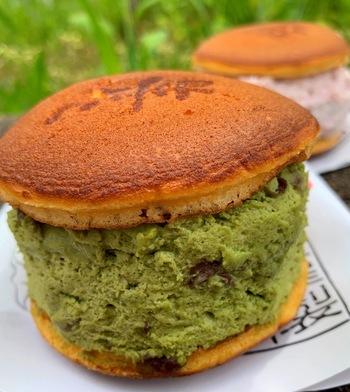 10月~5月下旬の限定商品であるのも人気の理由。抹茶・小倉・黒ゴマは定番ですが、季節限定で秋にはさつまいも、春にはさくらも登場しますよ。