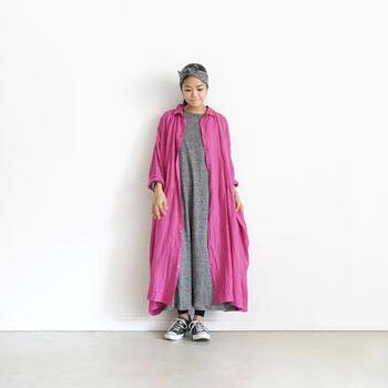 ヴィヴィッドなピンクは、愛情深く女性らしい幸福感に満ちた色とされていて、ヴィヴィッドカラーに挑戦するならまずトライしてみてほしい色です。