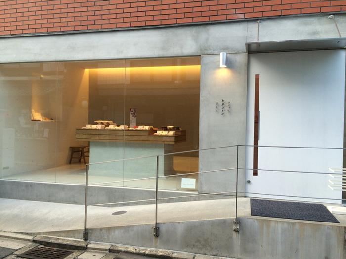 河原町駅と烏丸駅の中間にある、京あめの専門店。京あめにフランスの工芸菓子のエッセンスを加えた、新しい形の京あめが生み出されています。また、あめは全て職人により手作りされています。