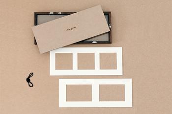 フレームには2種類の内枠が付いています。真四角なら3枚、L版の写真なら2枚飾ることができます。