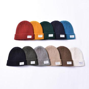 ニット帽はさまざまなテイストに合わせやすく、コーデをグッと今っぽく格上げしてくれる優秀なアイテムです。寒くなる季節には防寒対策としても活用できるので、ぜひデイリーコーデに取り入れてみてくださいね♪