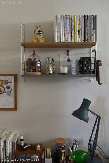 何度も登場しているストリングポケットは、書斎にもおすすめです。奥行きは15センチと浅めでも、単行本がきちんと収まります。おしゃれなオブジェと合わせて、気分の上がる書斎に仕上げてくださいね。