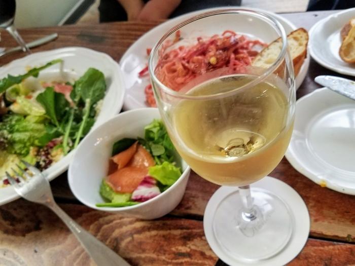 ディナータイムは、フランスやイタリア産のワインを楽しめます。合羽橋で1日ショッピングをしたら、最後にここに立ち寄るのも良さそうです。