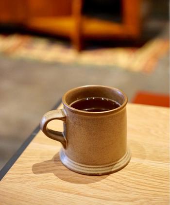 コーヒーは、長野県信濃町の自家焙煎店「Foret coffee」のスペシャルティコーヒーにこだわっています。朝は爽やかな風味、昼は穏やかな後味、夜は豊かなコクのあるものなど、時間帯ごとにさまざま。