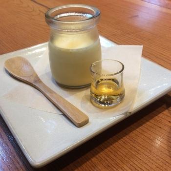 名店の味が楽しめるのも魅力。こちらは鎌倉のプリン工房「かわいい娘たち」で作られた「塩カラメルプリン」で、鎌倉の塩を使用した甘じょっぱい味が上品です。