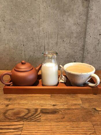 こちらは、朝のスペシャルティコーヒーとミルクを自分でカップに注ぐ「コーヒーミルク」。ロイヤルミルクティーに似たまろやかな味わいにほっとします。