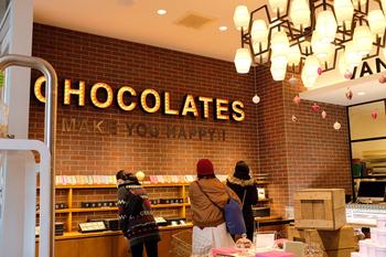 """お店のコンセプトは""""Be excited""""。ショップとカフェ、併設された工房を通して、ここで過ごすひとときにワクワクを感じてほしいという願いが込められているそう。"""