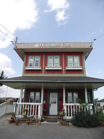 JR高萩駅から花貫渓谷へ行く途中にあるこちらのカフェ。たくさんの本に囲まれた店内で、落ち着いた時間を過ごせますよ。トーストやサンドウィッチなど軽食の他、焼き菓子をドリンクと共に楽しめます。