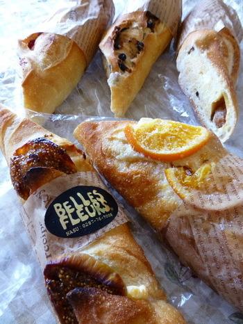 ワインなどお酒にも合うように作られたハード系のパンが人気で、チーズなども一緒に販売されています。ソフト系のパンやスイーツなどかなり多くの種類のパンが並んでいる楽しいお店です。