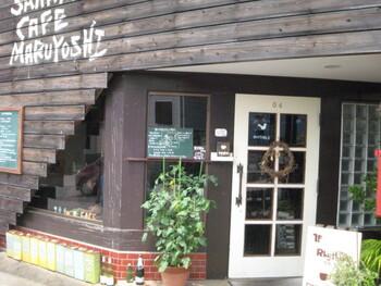 天然酵母パン&SWEET リスブルも、光が丘団地内にあるおしゃれなカフェベーカリーです。酒屋さんが始めたお店なので、「まるよし酒店」の看板もすぐ側に立っています。ウッド調で可愛らしいお店ですよ。