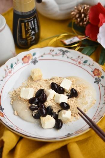 黒豆とお餅、きなこと和風の組み合わせの中に、クリームチーズを加えておしゃれにアレンジ。クリームチーズのまろやかさと黒豆のもっちりとした食感が絶妙にマッチします。お正月にお餅と黒豆が余った時には、ぜひ試してみたいですね。