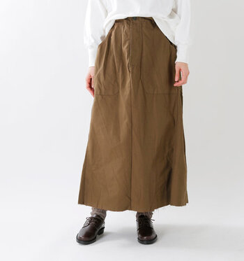 「ARTE POVERA(アルテポーヴェラ)」の、チェコミックスリメイクスカート。チェコの軍物を使用し、大胆にリメイクしたユニークなスカートです。
