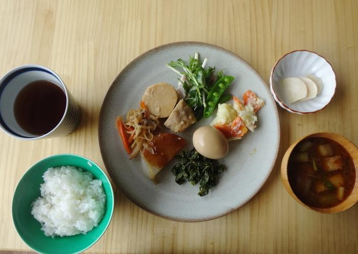 「自分盛りランチは、その日のお惣菜をお好みで盛り付けることができるんです。オーガニックの鎌倉野菜やひじきなどバランスのとれた優しいお味のおかずは、体にも優しく染み渡ります。