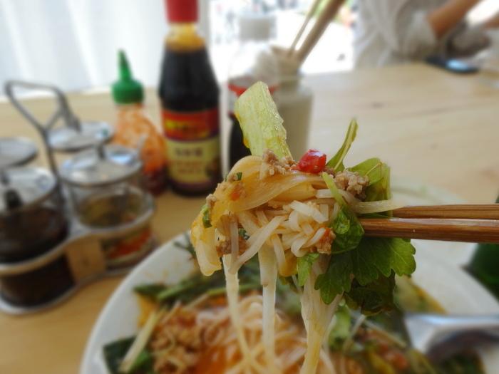 さっぱりとしたスープなのに奥行きがある味わいはクセになる美味しさです。ベトナム料理はお野菜もふんだんに摂れるのが嬉しいですよね。