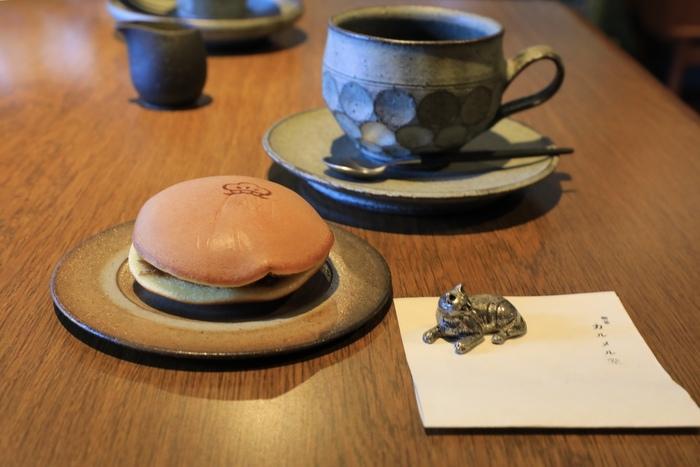 コーヒーのお供に、とっておきの和菓子はいかが。名物となっているのが、ふわふわの「珈琲どら焼」。