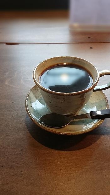 浅煎り~深煎りを選べる、オリジナルブレンドコーヒーをどうぞ。  ぜひ看板商品の地蔵プリンも、一緒に味わってみて下さいね。