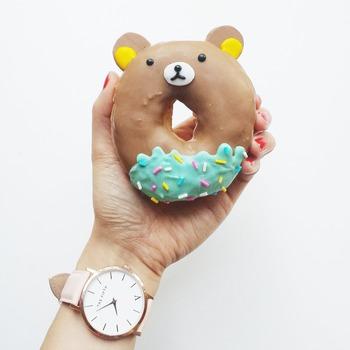 動物の形にチョコレートでコーティングを施せば、食べるのが勿体ない位の可愛らしい動物ドーナツの完成です!お子様が取りっこして食べてくれそうです。