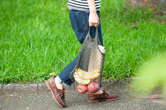 そんな、ネットやロープ製品に特化したFFILT社のネットバッグは、マルシェバッグとして世界的に人気があります。なぜなら海外のマルシェでは、野菜や果物などをネットバッグに入れて持ち歩く方が多いからです。