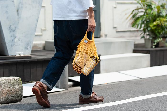 約W25cm×H25cmに、持ち手の長さが約10cmの、小振りな「Sサイズ」。近所のスーパーマーケットへの買い物や、ちょっとしたお出掛けに便利です。