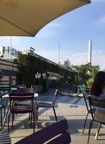 西武池袋本店の屋上にある「食と緑の空中庭園」は、豊かな緑とおいしいお食事が楽しめる場所として人気があります。駅直結でアクセス抜群なので、待ち合わせやお子さん連れの方にもおすすめですよ。