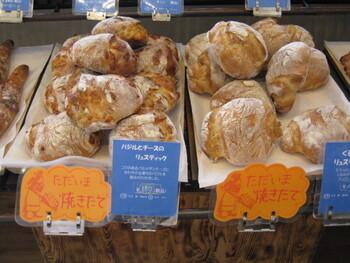 店内には栃木県の小麦を使って作られたハード系パンやソフト系パンなど、種類多く並んでいます。人気のヨーグルト食パンは大会で受賞もしている評判のパンなので、ぜひ買ってみてくださいね。