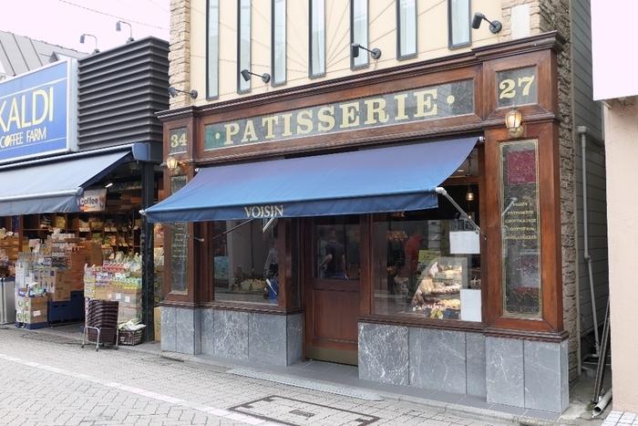 浜田山駅から商店街に入ってすぐ、ひと際雰囲気のあるお店が「パティスリー・ヴォワザン」です。小さくてかわいいフランスの洋菓子にわくわくがとまりません。(テイクアウトのみ)