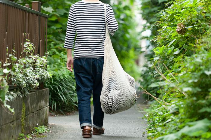約W70cm×H70cm、持ち手の長さが約22cmと大きい「XLサイズ」は、コインランドリーやクリーニングに衣類を入れて持ち運ぶ際のランドリーバッグに最適。