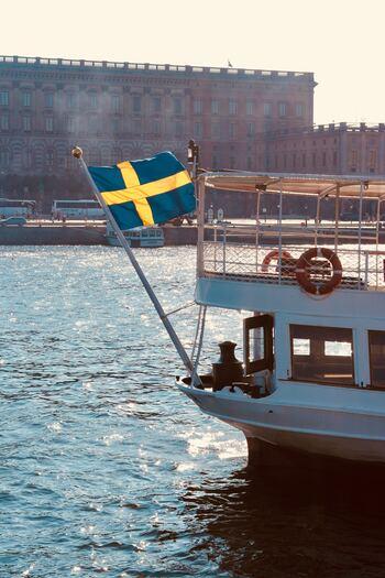魅力たっぷりのスウェーデン映画をご紹介しました。温かくも、愛おしくもあり、そして何か哲学的なことを考えさせられる奥深い作品の数々。様々なカテゴリーから、気分に合わせて「今日はこれ!」と選んで、スウェーデン映画の魅力に包まれてみてくださいね。