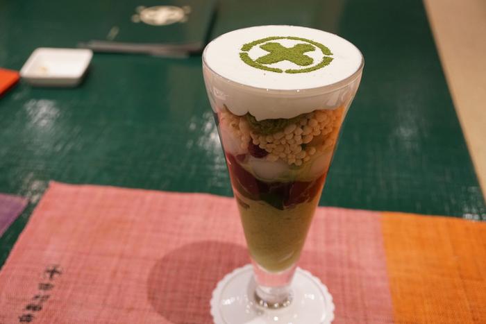 京都駅店にも「生茶ゼリイ」や「まるとパフェ」がありますが、竹筒には入っていません。しかし、盛り付けは違えど変わらぬおいしさを堪能できますよ。