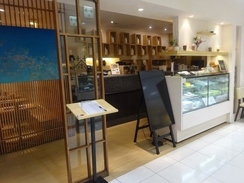 渋谷駅から徒歩1分、渋谷マークシティWEST MALLの2階にある「茶鍋カフェ kagurazaka saryo 渋谷マークシティ店」。茶寮ならではの絶品和スイーツをカジュアルに楽しめる人気店です。