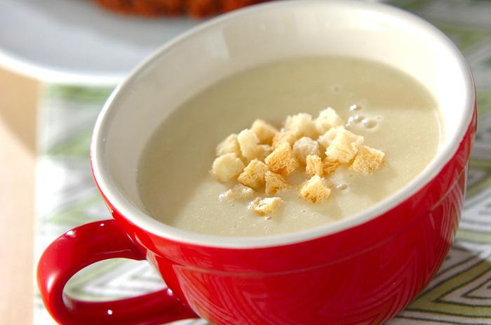 キャベツとジャガイモ、玉ねぎで作る濃厚なポタージュスープ。ミキサーがあれば、栄養たっぷりのヘルシーで美味しいポタージュが簡単に作れるので、覚えておくと寒い日の朝などとくに役立ってくれるかも。