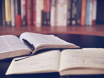 学生の頃は与えられるまま、なんとなく勉強していたという人、実は多いのではないでしょうか?大人になってからの勉強は、「勉強したい」という強い思いに支えられてするものです。