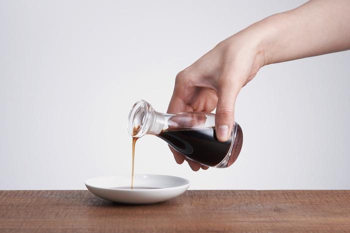 醤油は塩味をつけるだけでなく、なんと旨味や甘味、コクをプラスして料理をより深い味わいに仕上げます。また、醤油独特の香りは、日本食には欠かせません。