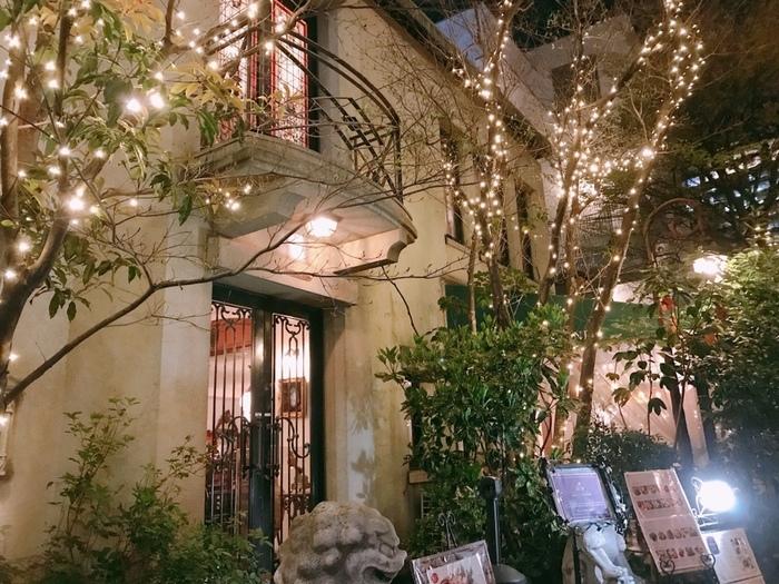 竹下通りの裏にあるこちらのお店。原宿の雰囲気を全く感じさせない、都会のオアシスのようなオーラのある入り口。
