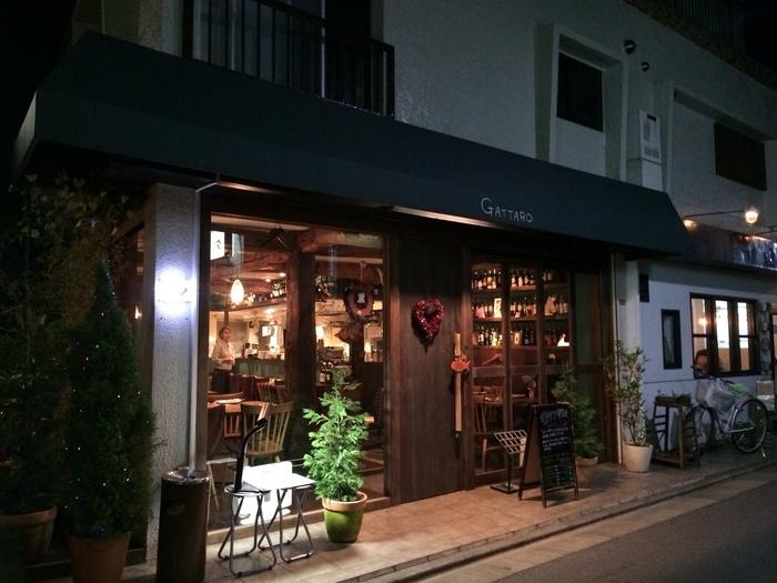 阿佐ヶ谷駅から徒歩約5分。ずっと続く路地を進み、住宅街の中に佇むこちらのお店。