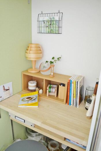 家事室は勉強だけをする場所ではありません。いろいろな作業をスムーズに行うためには、勉強道具はコンパクトにひとまとめにしておく必要があります。