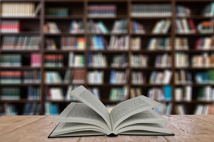 家だとついだらだらしてしまってなかなか勉強できないという人は、外に出てみると気持ちの切り替えスイッチが入ることがあります。図書館の学習スペースは静かですし、周りにも勉強している人がいて、自分も頑張らなくてはという気持ちになれそうです。