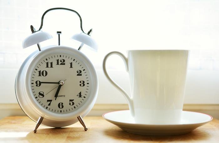学習時間をいかに確保するかということは、大人の勉強を続けていくうえでとても大切なことです。朝、いつもより30分早起きして、勉強時間に充てると、朝の勉強を習慣化させることができるようになります。