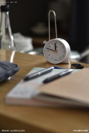 毎日22時から1時間だけ勉強する、というように、時間を固定で決めてしまうのもいい方法です。そこまでは自由時間として、しっかり休息し、22時になったら集中するというようにメリハリのある生活をすることができるようになります。