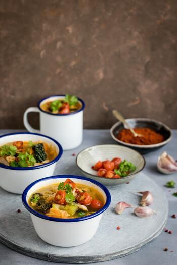 寒い季節になると出番が多くなるあったかいスープ。一口飲むだけで身も心も温まりますよね。キナリノおすすめの、冬の食卓によく合うスープボウルをご紹介します。