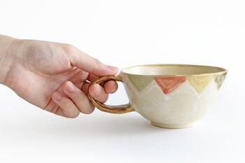 沖縄生まれの焼き物「やちむん」は、大らかな風土の中で生まれたあたたかみのある風合いが特徴。